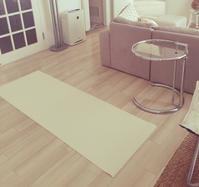 狭い部屋にヨガスペースを作る - OUR LIFE RHYTHM  by Marika & Kaoru