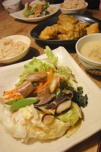 OYAKI Companyの旬野菜サラダ - 週末は晴れても、雨でも