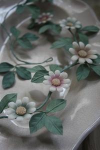 枝に咲く花 ~ 部屋飾りに、髪飾りに - 布の花~花びらの行方 Ⅱ