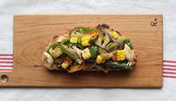 夏野菜炒めのせコーンカンパ - Nasukon Pantry