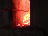 打ち水 - 日向の国の備長炭 奥井製炭所