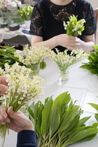スズランのブーケを束ねる贅沢なレッスン -  La Fleur