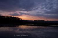 色づく田んぼの水鏡 - ekkoの --- four seasons --- 北海道