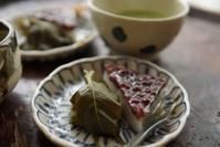 水無月と冷抹茶 - 亜麻仁