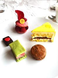 Pierre Hermé Parisでお茶 - Something Sweet