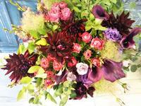 美容室8周年 祝い花 - 北赤羽花屋ソレイユの日々の花