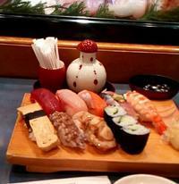 祝!福浦2000!お祝いと言えば寿司ですな。バックオーライのニクい奴。いい蝦蛄あります(笑) - はじまりはいつも蕎麦