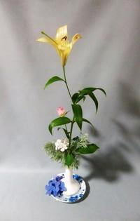 家庭雑器にアジサイ花を設えて - 活花生活(2)
