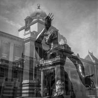 ネオバロックの旧裁判所を守る女神 - Silver Oblivion