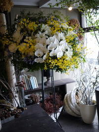 ご葬儀のスタンド花。南6条の斎場にお届け。2018/06/21。 - 札幌 花屋 meLL flowers