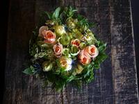 お誕生日の女性へタルト型アレンジメント。「華やかな感じ」。美しが丘2条にお届け。2018/06/22。 - 札幌 花屋 meLL flowers