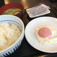 25日 目玉焼き朝食@なか卯 - 香港と黒猫とイズタマアル2