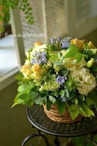 展覧会のお祝いに♪フラワーアレンジメント。 - 花色~あなたの好きなお花屋さんになりたい~