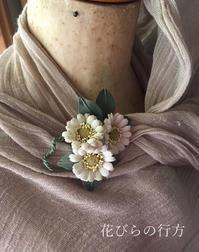 小さなブローチ と 小さなワンコのテンテン - 布の花~花びらの行方 Ⅱ