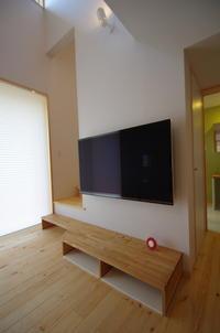 階段でありテレビ台であり - K+Y アトリエ一級建築士事務Blog