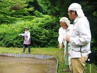 米作りへの挑戦!田植え(手植え)の様子その2:匠と共に初めての田植え - FLCパートナーズストア