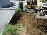 ブロック塀とフェンス~重機で掘削。 - 市原市リフォーム店の社長日記・・・日日是好日