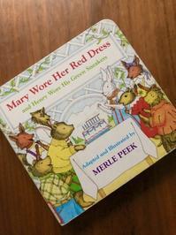 海辺の本棚『Mary Wore Her Red Dress and Henry Wore His Green Sneakers』 - 海の古書店