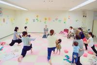 親子ヨガの様子(^-^)v - emi yoga (エミ ヨガ)始めます(^-^)