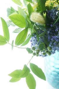 ブルーベリー大活躍 - お花に囲まれて