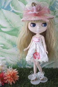サリーサルマガンディが夏のお嬢さんに - T's Photo Diary3(Grass Field*)