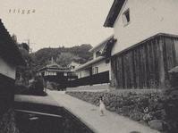 坂下から見た家。 - Photo*Today & Then