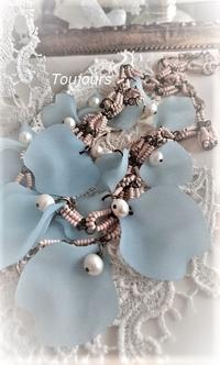 青い花びらのネックレス - Bijoux  du  Bonheur ~ビジュー ドゥ ボヌール~