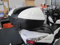 シルバーウイングGTに45Lトップボックス - バイクの横輪