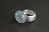 アクアマリン 線リング - 石と銀の装身具