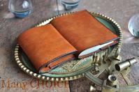 イタリアンレザー・プエブロ・コンパクト2つ折り財布とブックカバー - 時を刻む革小物 Many CHOICE~ 使い手と共に生きるタンニン鞣しの革