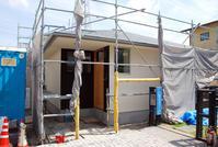 外壁吹付・天井クロス完了/内壁漆喰待ち/岡山 - 建築事務所は日々考える