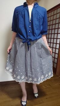 7月13日、70代。青ブラウスと裾レーススカートでコーディネートをする - 楽しく元気に暮らします