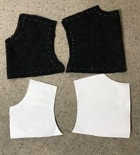 レースのスカートの残り布でブラウス裁断印付け - アトリエ A.Y. 洋裁教室