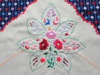 蛍光カラーのハンガリー刺繍テーブル・クロス -  Der Liebling ~蚤の市フリークの雑貨手帖2冊目~
