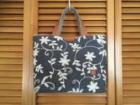 刺繍地のバッグ - レイの手仕事
