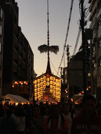 夕暮れ刻の駒形提灯〜京都祇園祭宵々々山 - -