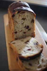 濃ゆいレーズン食パンとカレーケチャおにぎり - The Lynne's MealtimesⅡ