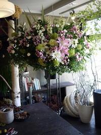 ご葬儀のスタンド花。平岸4条の斎場にお届け。2018/07/11。 - 札幌 花屋 meLL flowers