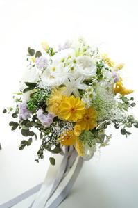 #クラッチブーケ ホワイト&イエローのお花でナチュラルに! - momo★スタイル