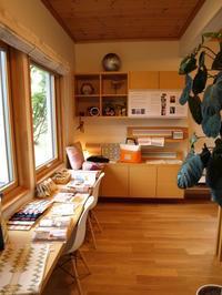 スウェーデン刺しゅう展INスウェーデンハウス北海道宮の原モデルハウス始まりました - スウェーデン刺繍の仕事帖