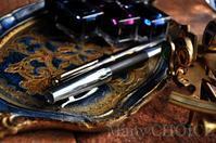 ファーバーカステル・エモーションとモンブランクラシック万年筆・味わいを増していくもの達 - 時を刻む革小物 Many CHOICE~ 使い手と共に生きるタンニン鞣しの革