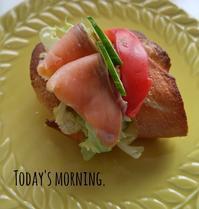 サーモンバケットサンドの朝ごぱん - 料理研究家ブログ行長万里  日本全国 美味しい話