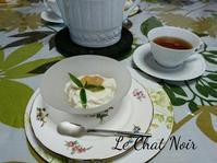 チーズと桃のクリーム - 猫が見学に…。東京大田区駅前のデコパージュ、ソスペーゾトラスパレンテ(3D)中心のクラフト教室Le Chat Noir(ル シャノワール)