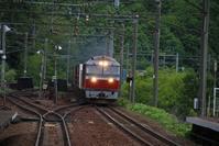藤田八束の鉄道写真@北海道の貨物列車の写真に挑戦・・・元気いっぱいです、千歳線の貨物列車と特急列車の写真 - 藤田八束の日記