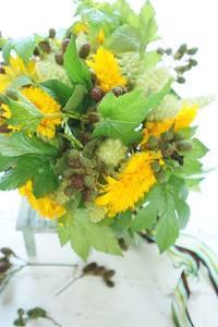 ひまわりのブーケドマリエ - お花に囲まれて