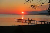 夕焼けの湖畔で祝う誕生日、トラジメーノ湖 - イタリア写真草子 Fotoblog da Perugia