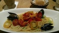 アフタヌーンティールーム 『ムール貝とトマトのカラスミアーリオオーリオ』 - My favorite things