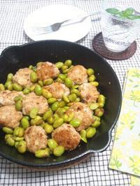 枝豆と鶏つくねのスパイシー炒め - Minha Praia