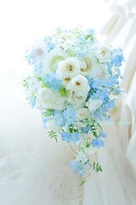 セミキャスケードブーケ ふんわり水色とななつ星と  7月の土用の丑の日 - 一会 ウエディングの花