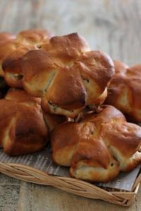 パンを焼きたいなと思えた日くるみパン - Takacoco Kitchen